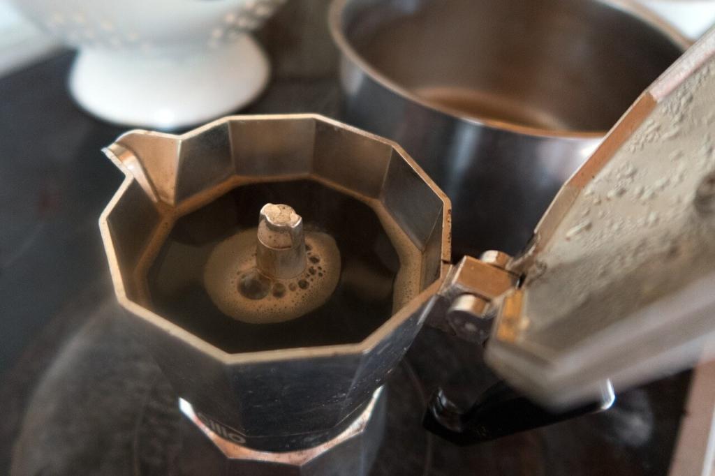 espressokocher-deckel-offen